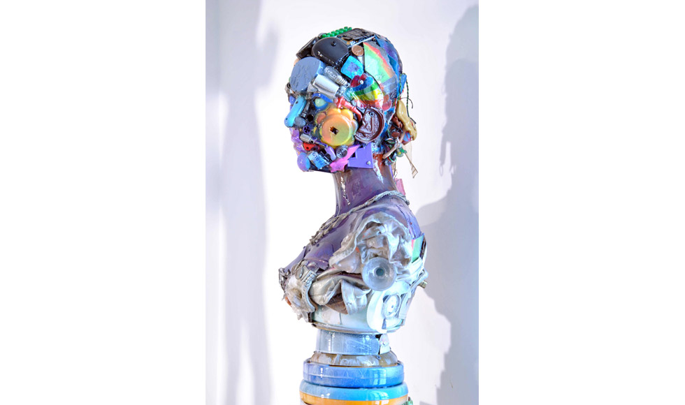 3-busto-di-donna-objects-resin-cm-66x47x26-2016.jpg