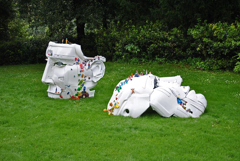 2-the-ancient-plastic-society-2014-steel-car-bumpers-toys-Parco-della-Gherardesca-Four-Season-Firenze.jpg