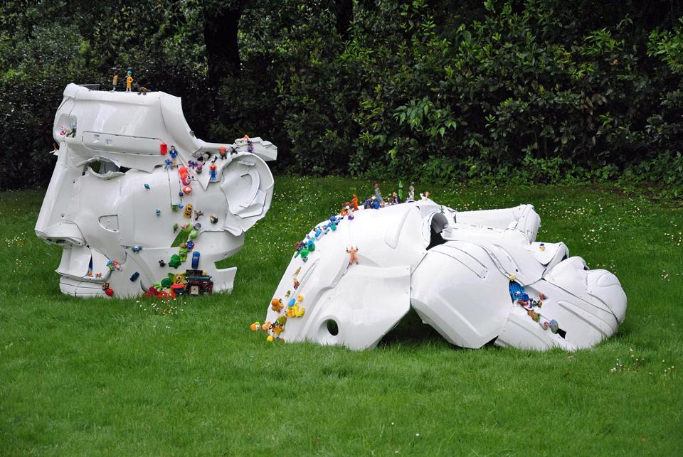 3-the-ancient-plastic-society-2014-steel-car-bumpers-toys-Parco-della-Gherardesca-Four-Season-Firenze.jpg