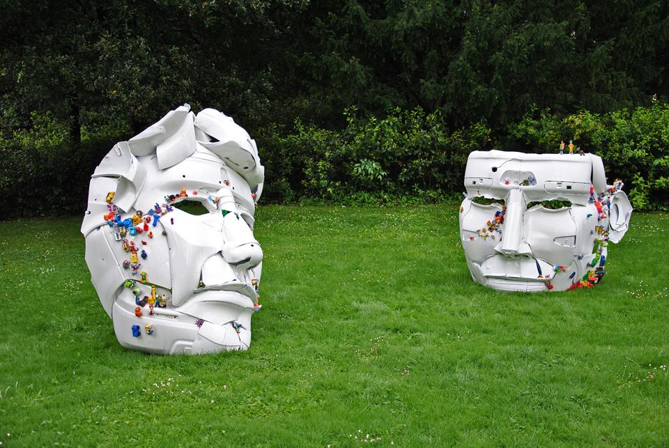4-the-ancient-plastic-society-2014-steel-car-bumpers-toys-Parco-della-Gherardesca-Four-Season-Firenze.jpg