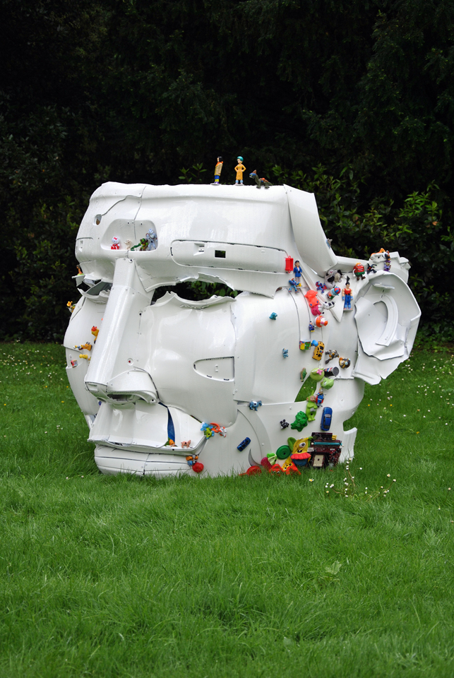 5-the-ancient-plastic-society-2014-steel-car-bumpers-toys-Parco-della-Gherardesca-Four-Season-Firenze.jpg