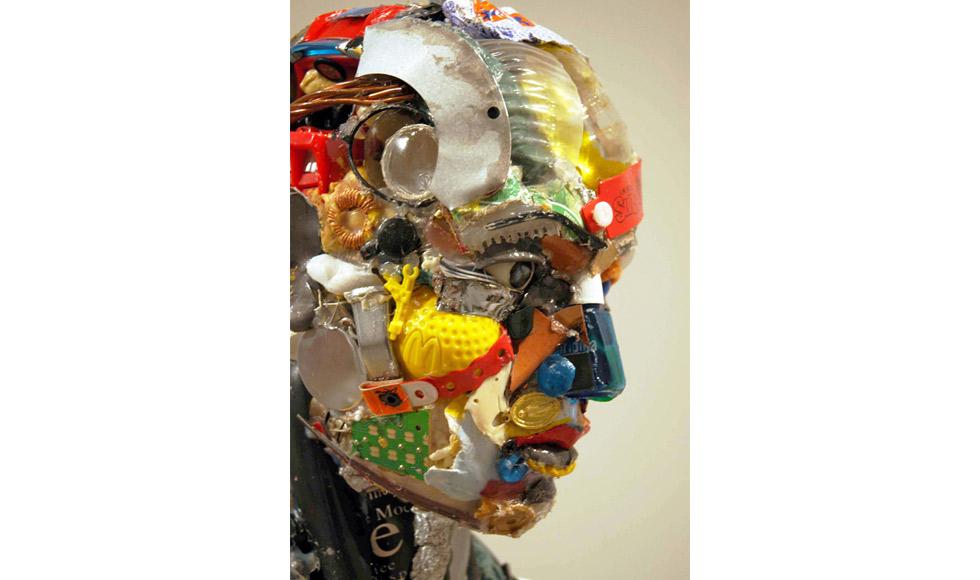 Uomo-in-piedi-2010-Dim.67X185X40-cm-Private-collection.jpg