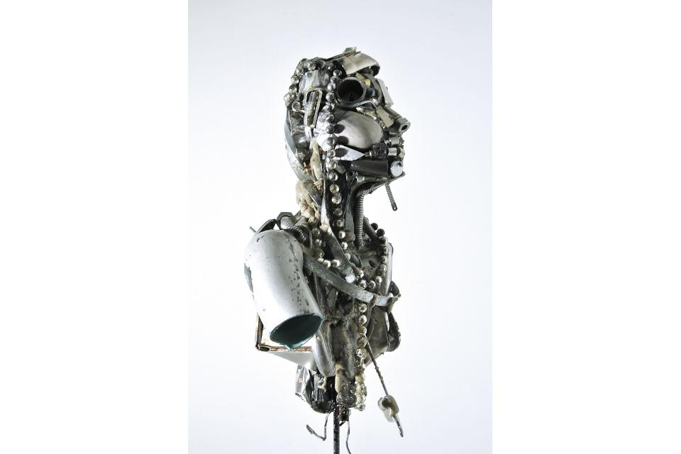 Ragazza-di-perle-2017-mixed-media-assembly-resin-PU-foam-steel-cm-28x100x27.jpg