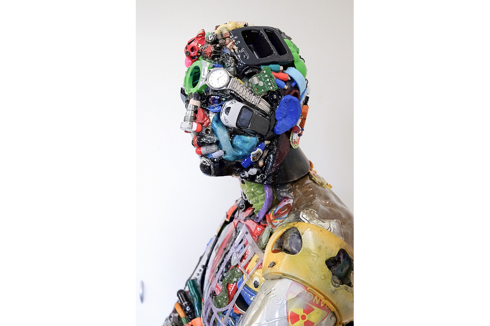 The-man-is-waiting-2020-mixed-media-assembly-resin-cm-183x58x40.jpg
